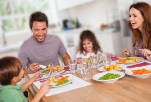 makan bersama untuk mengatasi anak susah makan